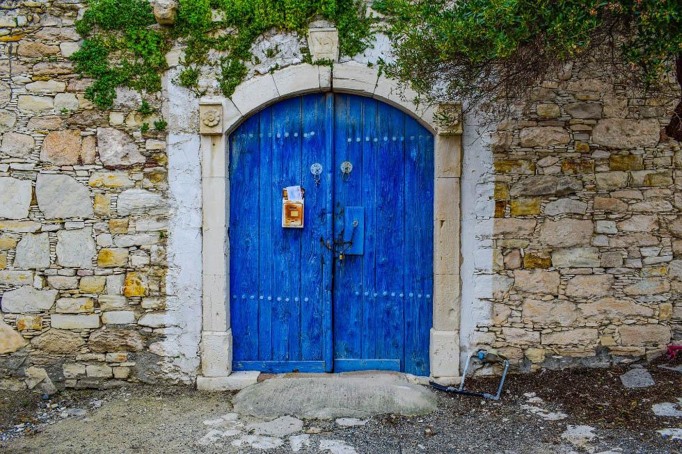 Сдаем квартиру в Москве, живем на Кипре: особенности аренды жилья на острове